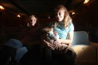 Herecké výkony si můžete vychutnávat s děťátkem v náručí, své miminko přitom bez ostychu nakrmit.